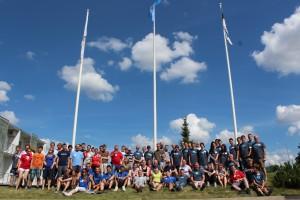 Internationell förbrödring och nförsystrring under förra årets YOTA-läger i Estland.