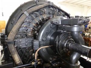 Sändarens hjärta, alternatorn, är en högfrekvensgenerator som väger ciorka50 ton.