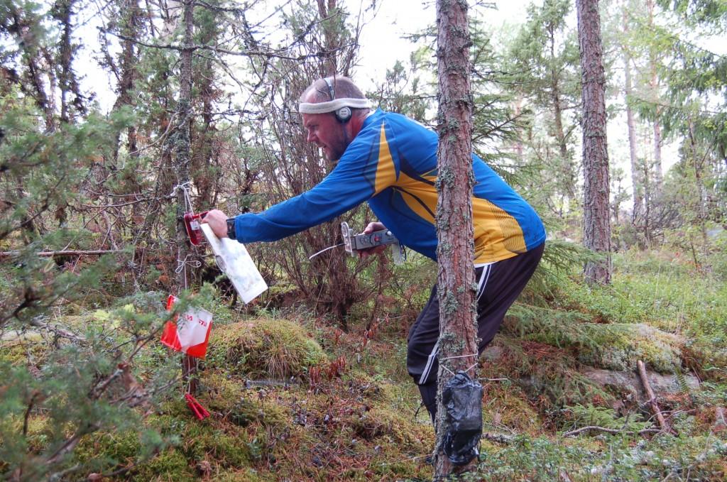 Bronsmedaljören Ingvar Ehrsson SA0AMM vid räv 6.