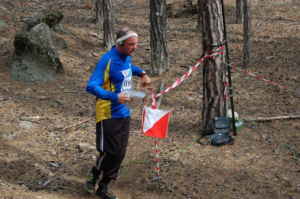 Ingvar SA0AMM blev bronsmedaljör på FOX-ORING. Här på väg in i målkorridoren.