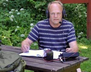 Jan SM6CJJ under radiotrafik från ett annat naturreservat.