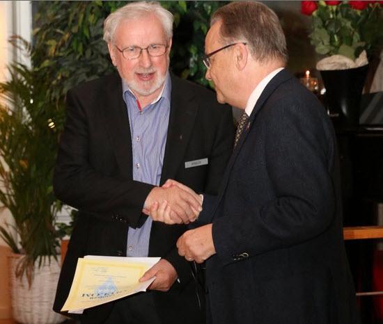 SM0DZB erhåller hedersmedlemsskap av SM6CNN 2015-04-18