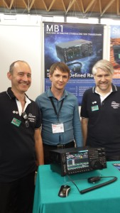 Konstruktören av SunSDR MB1, RN6LHF, Vasily Vasilev flankerad av Björn SM0MDG och Patrick SM0MLZ. Foto: SM6CNN